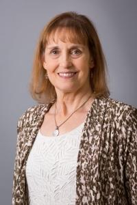 Lynn Bozof Headshot